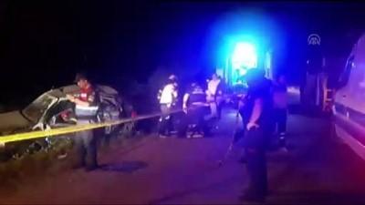 Otomobil aydınlatma direğine çarptı: 1 ölü, 3 yaralı - KOCAELİ