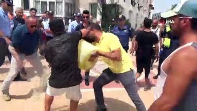 biber gazi -  Su sporları merkezi ateşe verildi, turistler cep telefonlarına sarıldı