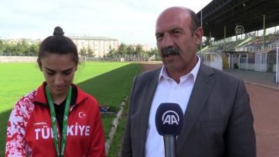 Atlet Fatma Bizek'e ödül - SİİRT