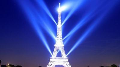 Eyfel Kulesi'nin 130. yıl dönümünden ışık gösterisi