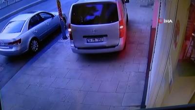 maskeli hirsizlar -  Genç kızın kendilerini görüntülemesine aldırmayan hırsızlar kamerada