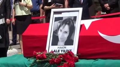 cenaze -  Kalp krizi nedeniyle hayatını kaybeden hakim Lale Yıldız için adliyede tören düzenlendi