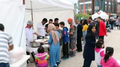 Kızılay'ın Cacabey Meydanındaki iftarına yoğun ilgi