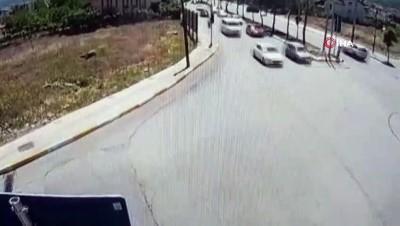 Motosiklet sürücüsünün ölümden döndüğü anlar kamerada