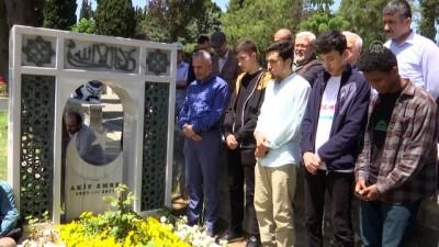 arastirmaci - Yazar Akif Emre mezarı başında anıldı - İSTANBUL