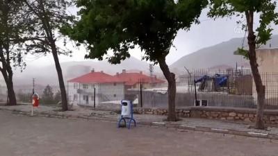 Tufanbeyli'de kuvvetli fırtına çatıları uçurdu - ADANA