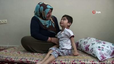 Çocukları gözlerinin önünde her gün ölüme bir adım daha yaklaşıyor