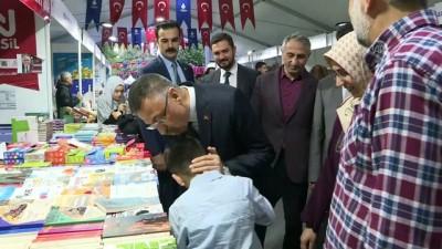 Cumhurbaşkanı Yardımcısı Oktay, Sultanahmet'te kitap fuarını ziyaret etti - İSTANBUL