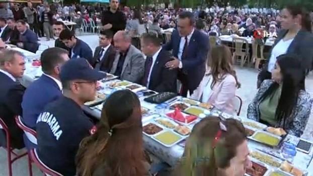 iftar sofrasi -  İlçe halkı ve köylüler iftar sofrasında buluştu