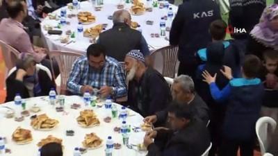 iftar sofrasi -  Ramazanın bereketi Keles'i sardı