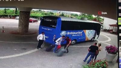Rus turist Antalya'ya geldiği gün öldü, yaşanan kaza kameraya böyle yansıdı
