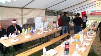 iftar sofrasi - TDV'den Bosna Hersek'in 'ahidname' köyünde iftar - MİLODRAZ