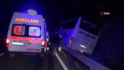Bolu Dağı'nda yolcu otobüsü traktöre çarptı: 1 ölü 13 yaralı