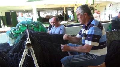 Fırtınadan kaçan 100 orkinos gemisi limanlara sığındı