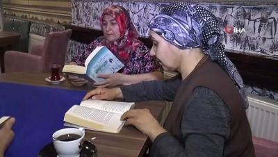 kiraathane -  Bu kafede kitap okuyana çay ve kahve ücretsiz