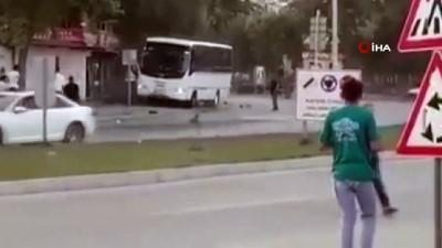 Servis şoförü böyle dehşet saçtı...Kebapçı dükkanını midibüsüyle yıkmaya çalıştı