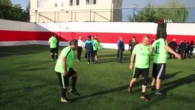 Aksaray protokolü futbol maçı yaptı