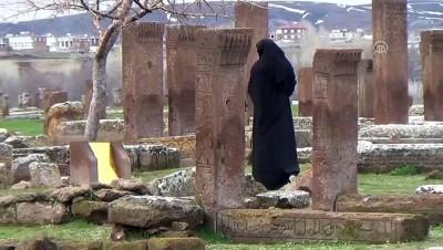 Selçuklu Meydan Mezarlığı'na ilgi - BİTLİS