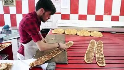 yuksek ates - HUZUR VE BEREKET AYI RAMAZAN - Sivas etli ekmeği iftar sofralarını süslüyor
