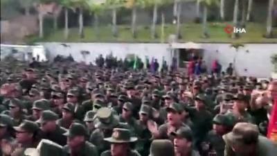 - Askeri birlikleri teftiş eden Maduro: 'Savaşma zamanı geldi'