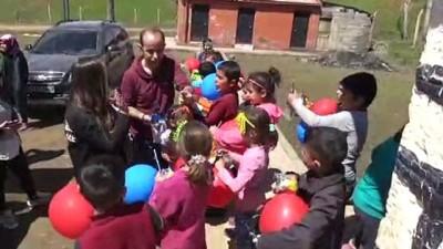 Bitlis'te çocukların 'içini ısıtan' yardım - BİTLİS