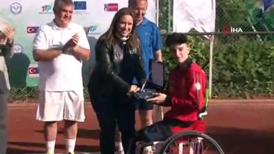 Büyükelçiler tenis kortunda Avrupa Günü için ter döktü