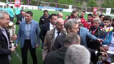 kulup baskani - Hekimoğlu Trabzon, şampiyonluk kupasını kaldırdı