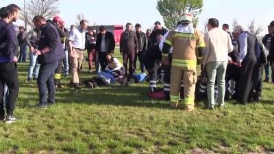 isci servisi - İşçi servisi tırla çarpıştı: 1 ölü, 24 yaralı - KONYA