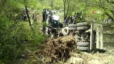 Hafriyat kamyonu uçuruma yuvarladı: 1 ölü