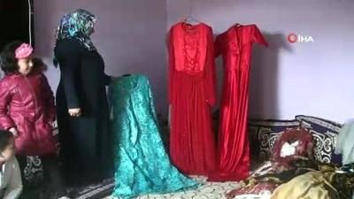 Girişimci kadınlar ürettikleri elbiseleri satacak pazar bulamadığı için köydeki kızlara düğün hediyesi olarak veriyor