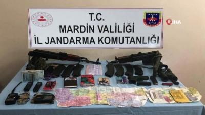 ozel birlik -  İki teröristin etkisiz hale getirildiği bölgede çok sayıda mühimmat ele geçirildi