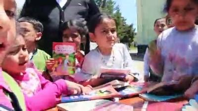 yardim kampanyasi - 'Onlar da okusun' diye köy köy gezerek, kitap dağıtıyorlar - ELAZIĞ