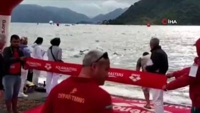 Yarışı kazanabilmek için çocuk sporcuyu iterek denize düşürdü