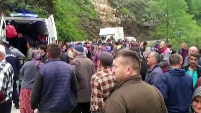 Kereste yüklü traktör devrildi: 1 ölü, 2 yaralı - DÜZCE