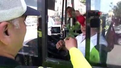 kadin surucu -  Yaya uygulamasında gül uzatılan kadın sürücü şok oldu