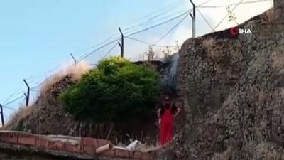 Diyarbakır'da çıkan anız yangını vatandaş, asker ve itfaiye işbirliği ile söndürüldü