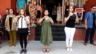 isaret dili -  Sergi açılışında İstiklal Marşı'nı işaret dili ile okudular