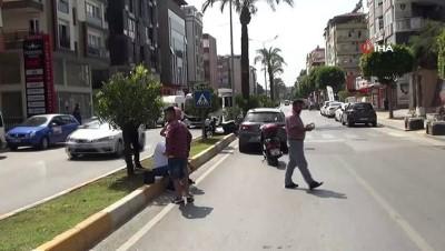 guvenlik kamerasi -  Yaya geçidinde bekleyen otomobile motosikletiyle böyle çarptı: 1 yaralı