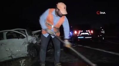 ilk mudahale -  Akseki'de iki otomobil kafa kafaya çarpıştı: 1'i ağır 5 yaralı
