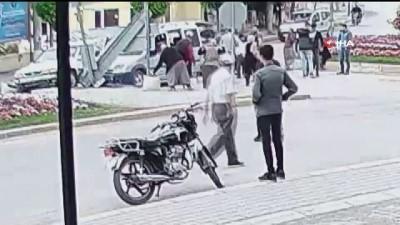 kamera -  Dikkatsiz sürücüler böyle çarpıştı: 2 yaralı