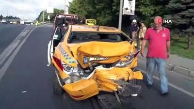ticari taksi -  Edirnekapı E-5'te taksi ile minibüs çarpıştı: 1 yaralı