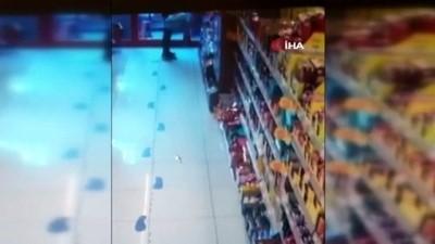 kamera -  İstanbul'da aynı marketi 2. kez güpegündüz soyan hırsızlar kamerada