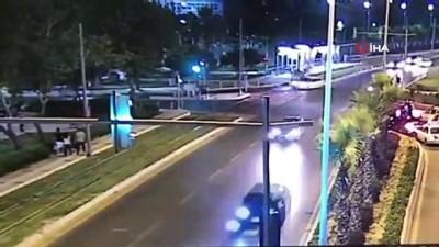 Kırmızı ışıkta geçen otomobil 3 yaya böyle çarptı