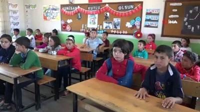 ogretmenler -  Şehit öğretmen Necmettin Yılmaz'ın öğrencileri ilkokuldan mezun oldu