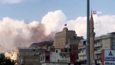 yukselen -  Tarihi kalede korkutan yangın