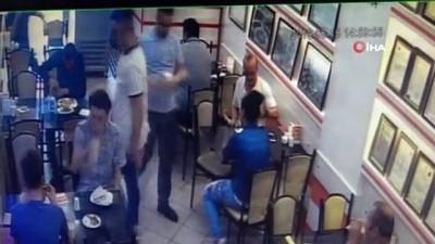 """guvenlik kamerasi -  Dönercide """"ayran' tartışmasında garson müşteriyi darp etti"""