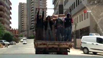 kamera -  Hamalların kamyon kasasında tehlikeli yolculuğu