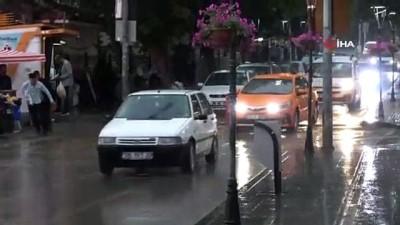 ticari taksi -  Kırıkkale'de sağanak yağmur hayatı olumsuz etkiledi