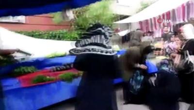 Şiddetli rüzgarda uçan pazar demiri yaşlı kadını yaraladı