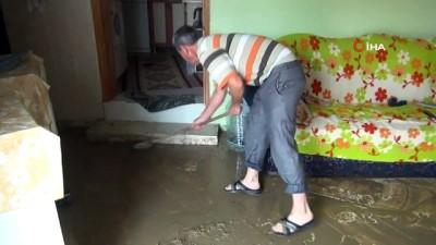 su baskini -  Ana boru patladı, mahalle su altında kaldı